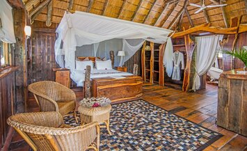 Luxury Honeymoon Special - Karongwe River Lodge